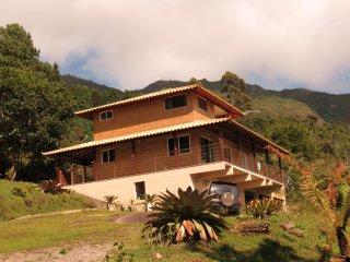 Bela casa no Pico do Caledônia - 1.600 m. Altitude - Nova Friburgo vacation rentals