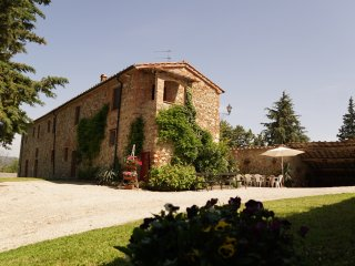4 bedroom Farmhouse Barn with Internet Access in Montecastelli Pisano - Montecastelli Pisano vacation rentals