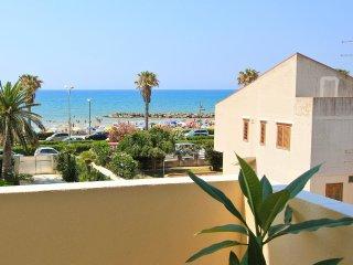 Nettuno, 50 m from the beach - Marina di Ragusa vacation rentals