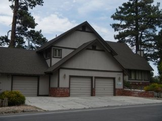Perfect 4 bedroom City of Big Bear Lake House with Hot Tub - City of Big Bear Lake vacation rentals