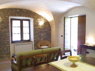 Cute stone cottage & breakfast - Enjoy Carnival visit Viareggio & Cinque Terre! - Olivola vacation rentals
