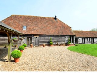 Beautiful 6 bedroom Barn in Stalisfield with Internet Access - Stalisfield vacation rentals