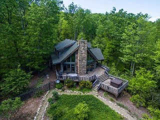 Woodhaven | Hot Tub | Fireplace | 3BR Luxurious and Secluded Mountain Retreat - Gerton vacation rentals