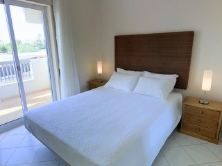 Apartment H at Oura - 5min from Aveiros/Oura beach - Areias de Sao Joao vacation rentals