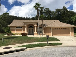 Beautiful private 3 bed 2 bath villa with pool. - New Port Richey vacation rentals