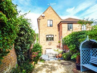 22 PRIORY ROAD, courtyard garden, WiFi, parking, in Warwick, Ref 943415 - Warwick vacation rentals