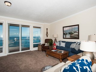 Beautiful Top Floor Oceanfront Condo-Hot Tub/Pool - Depoe Bay vacation rentals