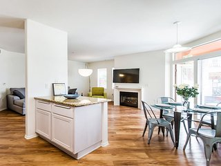 Gorgeous Modern/2 bedrooms w/pool & spa/Mid City - Los Angeles vacation rentals