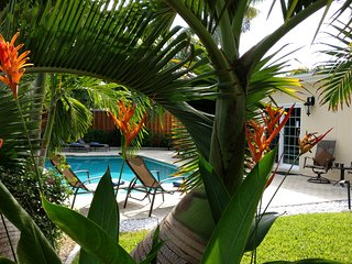Tropical Inviting Oasis Vacation Home, heated pool - Fort Lauderdale vacation rentals