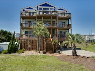 Spacious 6 bedroom House in Emerald Isle with Shared Outdoor Pool - Emerald Isle vacation rentals
