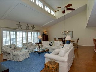 Cozy 3 bedroom Pine Knoll Shores Apartment with Fireplace - Pine Knoll Shores vacation rentals