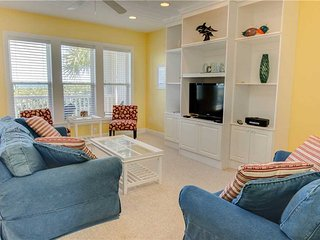 3 bedroom Apartment with Shared Outdoor Pool in Salter Path - Salter Path vacation rentals