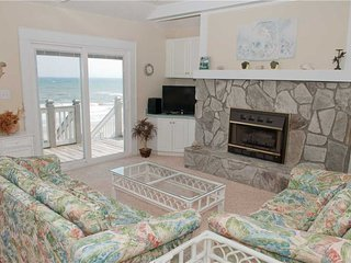 Beautiful Condo with Hot Tub and Shared Outdoor Pool - Emerald Isle vacation rentals