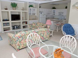 Beautiful 2 bedroom Condo in Emerald Isle with Hot Tub - Emerald Isle vacation rentals
