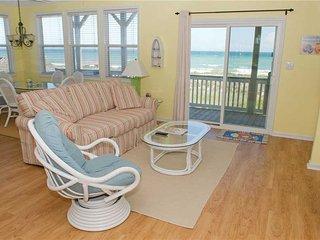 Beautiful 2 bedroom Emerald Isle Apartment with Hot Tub - Emerald Isle vacation rentals
