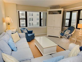 Cozy 3 bedroom Indian Beach Apartment with Shared Outdoor Pool - Indian Beach vacation rentals