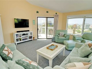 3 bedroom Apartment with Shared Outdoor Pool in Emerald Isle - Emerald Isle vacation rentals