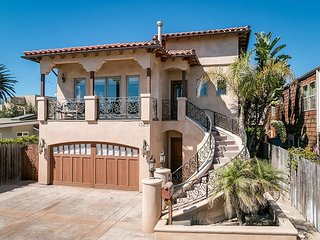 3BD, 2.5BA Pierpont Luxury Home with Stunning Backyard Steps from the Beach - Ventura vacation rentals