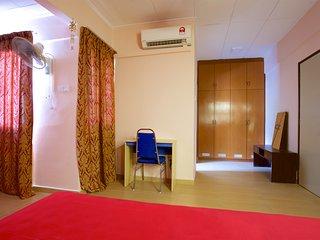 11 bedroom Guest house with Internet Access in Petaling Jaya - Petaling Jaya vacation rentals