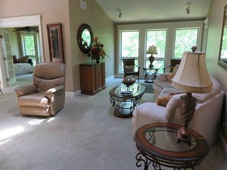 Beautiful 2 bedroom Apartment in Burnside - Burnside vacation rentals