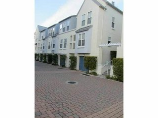 Lovely 2 bedroom Foster City House with Internet Access - Foster City vacation rentals