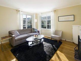 CHARMING AND CAPACIOUS 1 BED 1 BATH APARTMENT IN SAN FRANCISCO - San Francisco Bay Area vacation rentals