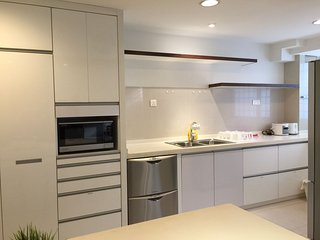 2br Bachelor Pad Next to Somerset MRT - Singapore vacation rentals