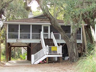 "816 Dawhoo St  - ""Geechee Girl"" - Edisto Beach vacation rentals"