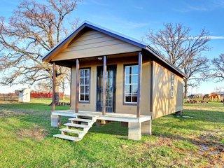 Front Porch Cottage - Open Concept Cottage at SCF - Cameron vacation rentals