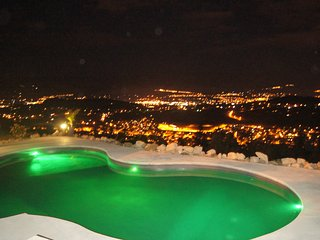 Luxury hilltop house with private pool and hottub - Kelowna vacation rentals