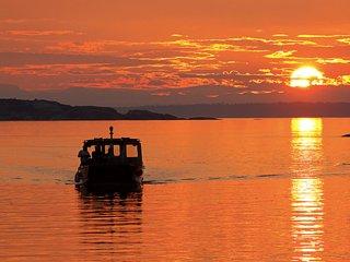 Desolation Sound Resort Chalet 1: 2 Bedrooms + Hot Tub - Lund vacation rentals