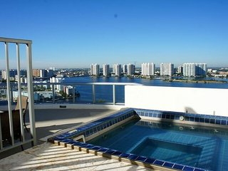 Beautiful Two Bedroom Bayfront Penthouse Marenas - Sunny Isles Beach vacation rentals