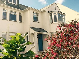 3 bed/3 bathrooms sleeps 6 mins to Fistral Beach - Newquay vacation rentals