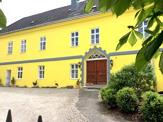Hohe Schule Family & Group - Loosdorf vacation rentals