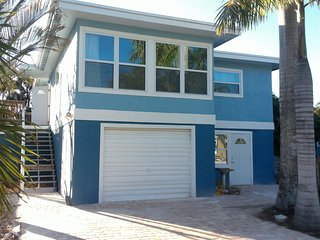 Great North Island Location! Walk To Everything, Large and comfortable / Pool - Fort Myers Beach vacation rentals