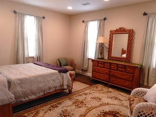 King of Prussia Mall, Valley Forge Park, Expo Ctr - King of Prussia vacation rentals