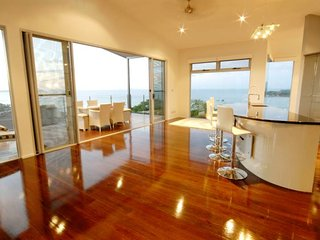 Horizon Way - Pay 4 Stay 5 - Free WIFI - Airlie Beach - Airlie Beach vacation rentals