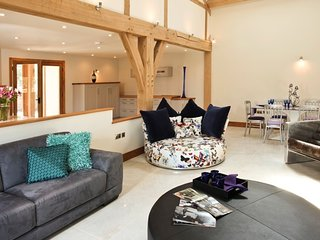 Horsham - Luxurious Barn - Farm Setting- South Lodge Hotel only 4.4 miles away - Nuthurst vacation rentals