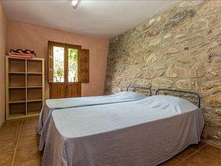 Alberg La Solana - B12 - Habitación Cuádruple - 2 Literas Extensibles (4 Adultos) - Salas de Pallars vacation rentals