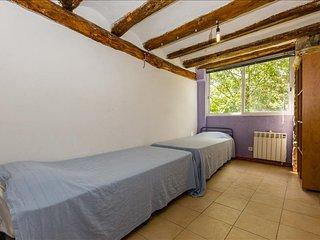 Alberg La Solana - B22 - Habitación Cuádruple - 2 Literas Extensibles (2-4  Adultos) - Salas de Pallars vacation rentals