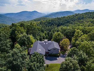 Mountain Views from this Luxurious Rental! - Old Fort vacation rentals