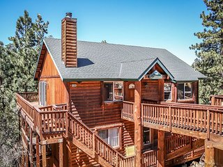 PRIVATE HOT TUB!  5 STAR RETREAT!  Fireplace, Beautiful Views! Delightful - Big Bear Lake vacation rentals