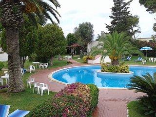 bilocale terrazzo panoramico in parco con piscina - Forio vacation rentals