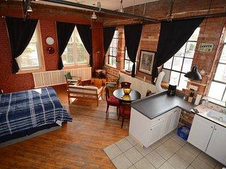 Milan Studio in High Park North - Toronto vacation rentals