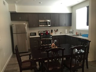 Furnished 2-Bedroom Apartment at Sylmar Ave & Friar St Los Angeles - Yorktown vacation rentals