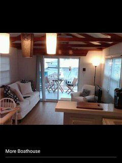 Charming Houseboat with A/C and Satellite Or Cable TV - Goodland vacation rentals