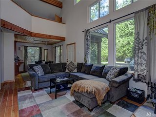 2BR/3BA Mt. Baker New Cabin, Fireplace & Hot Tub - Glacier vacation rentals