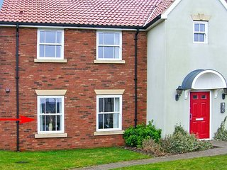 THE POPPIES, romantic self-catering apartment, shared on-site facilities, inc. indoor heated pool, off road parking, near Filey, Ref 21763 - Filey vacation rentals