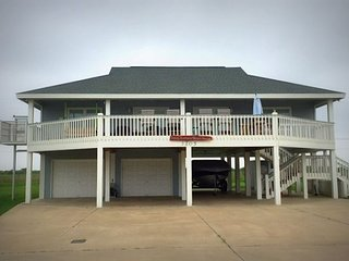 Sandy Bottoms - Sleeps 8 , 3 bedrooms 2 bathrooms - Crystal Beach vacation rentals
