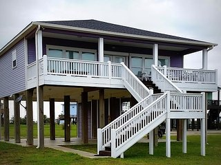 Miss Molly's - 2 Bedroom, 2 Bath, Sleeps 7 - Gulf View! - Crystal Beach vacation rentals